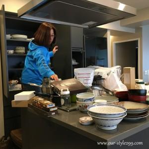 引越しキッチン食器棚